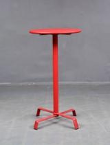 Cafébord 'Tonik elica' i röd aluminium, design av Fast spa.