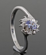 Diamond ring with tanzanite, 18kt white gold, approx. 0.09ct