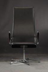 Arne Jacobsen. Højrygget armstol model Oxford 3272