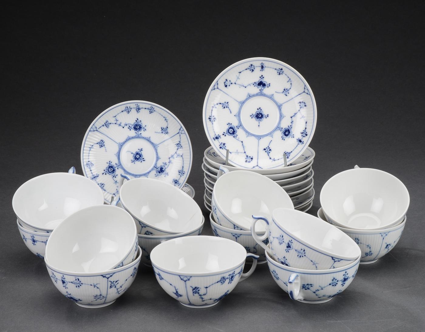 Royal Copenhagen, \u0027Musselmalet\u0027 riflet, te-service af porcelæn (13
