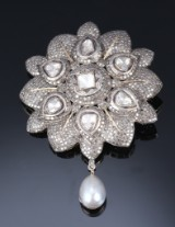 Rosette pendant with numerous diamonds, total approx. 14.00 ct