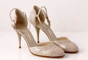 5a7fdb721e98 Et par Chanel stiletter af lys beige skind og lak. Str. 39C38. Hælhøjde