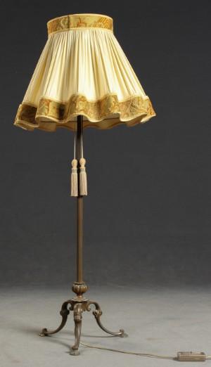 stehlampe mit gro em lampenschirm regulierbar