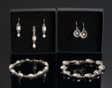 To smykkesæt af sølv med ferskvands kulturperler.