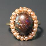 Ring besetzt mit einem Boulder-Opal