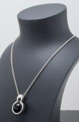 Kurt Nielsen, halskæde med Moon vedhæng med sort onyx, sterling sølv