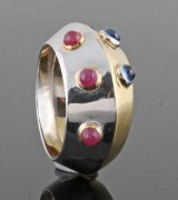 Ring in 18kt. with sapphire and rubies