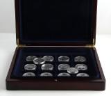 Samling på 9+4 medaljer af sølv over Danmarks historie og Danmark under besættelsen samt dansk 2 kroner 1875. (14)
