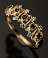 Ring, 9 kt guld med safirer og diamanter