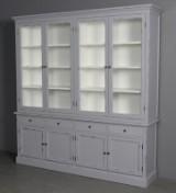 To delt vitrineskab. Antik grå bemalet. (2)