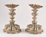 Ett par ljusstakar i barockstil (2)