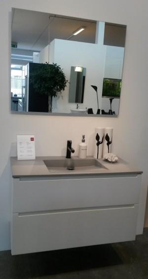 udstillings badeværelse Udstillings Bad   INVITA Inline   Modehvid Denne vare er sat til  udstillings badeværelse