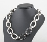 Necklace in 18kt white gold,