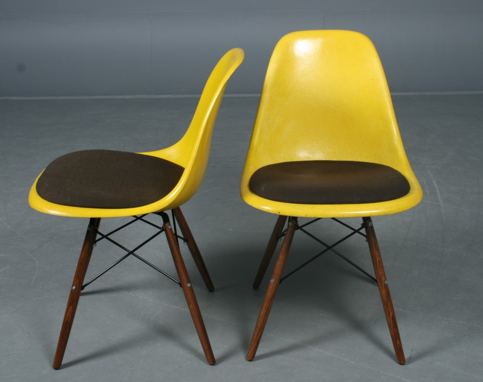 Charles Eames: Par gule DSW skal stole i gul glasfiber m