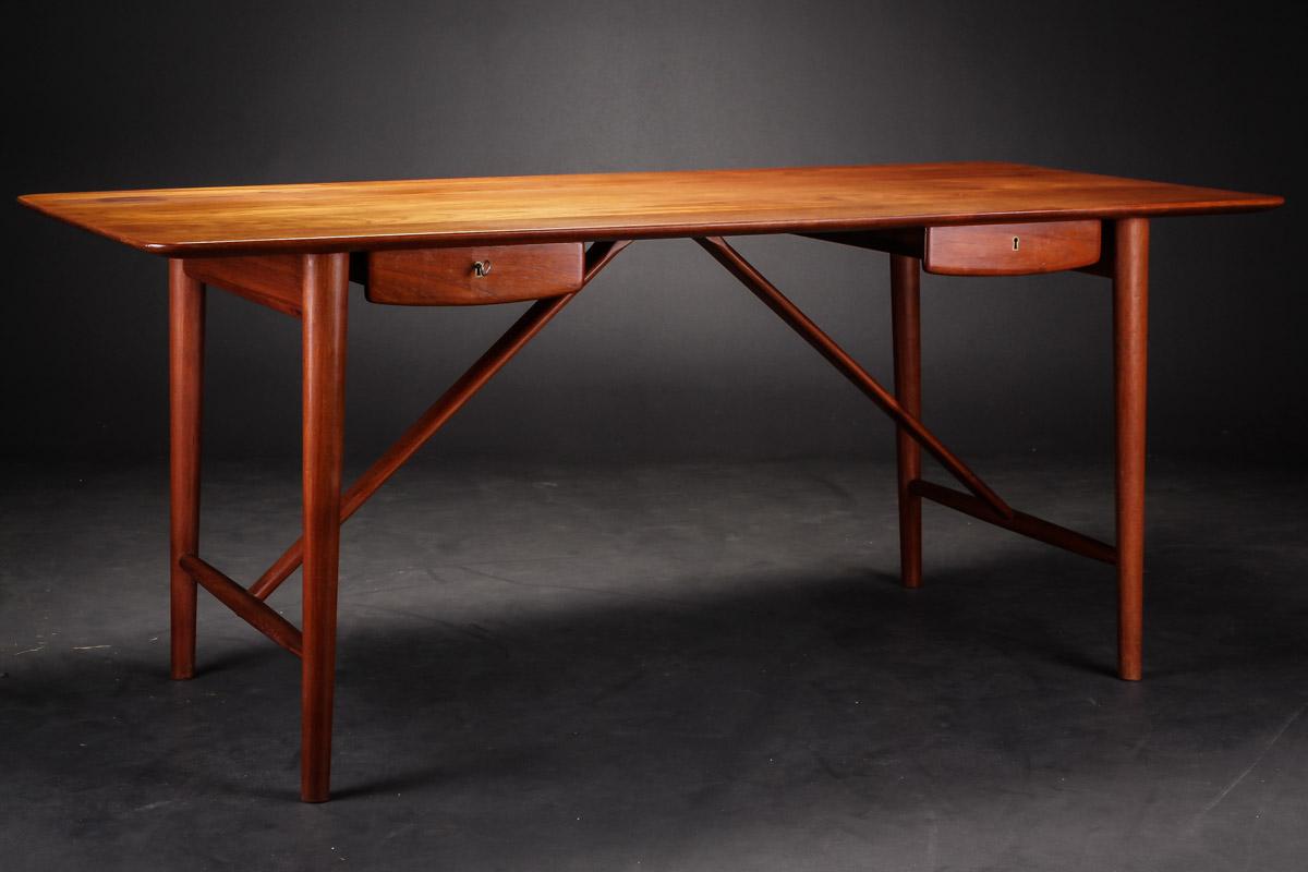 Auktionstipset - Peter Hvidt & Orla Mølgaard-Nielsen. Skrivebord af ...