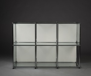 usm haller fritst ende glasvitrine samt reol 2. Black Bedroom Furniture Sets. Home Design Ideas