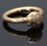 Marianne Dulong. 'Champignon' ring with brilliant-cut diamonds, 18 kt. gold