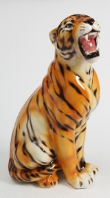 Stor figur af porcelæn i form af tiger