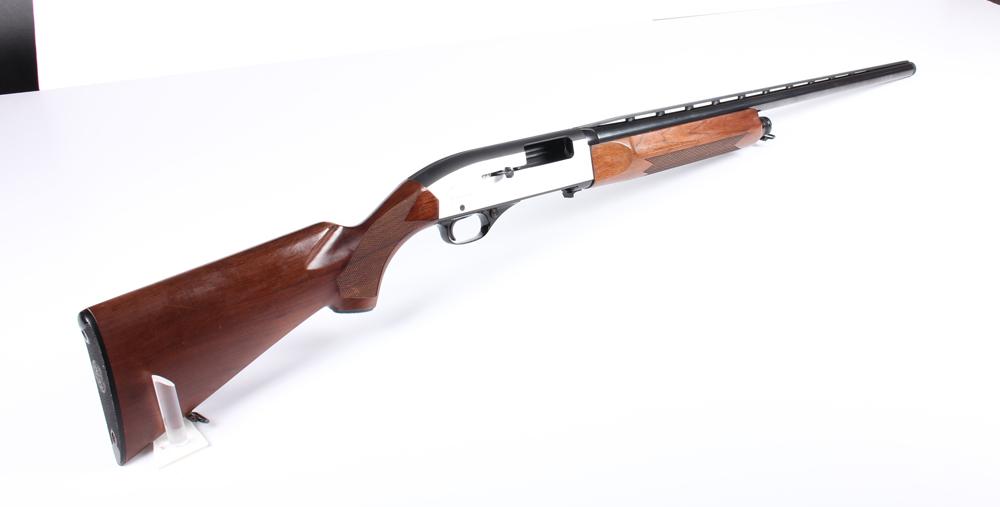 Jagtgevær, ½ automatisk. Winchester Model European 1500 XTR i kal. 12/70 - Jagtgevær, ½ automatisk. Winchester Model European 1500 XTR i kal. 12/70. TL 124 cm. LL 71 cm. Spejlblank i løbet. Fremstår med minimalt brugspræg. Jagttegn kræves