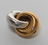 Ole Lynggaard. Fidelity clasp, 14 kt. gold and white gold with diamonds