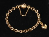 Ole Lynggaard: 'Love' bracelet with ball clasp with diamonds as well as heart charm, 18 kt. Original jewellery box