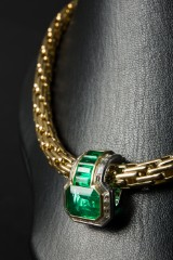 A necklace with emerald clip, 5.45 ct, 750 gold (2)