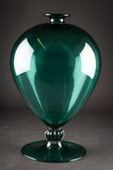Vittorio Zecchin for Venini, Murano. Green glass vase