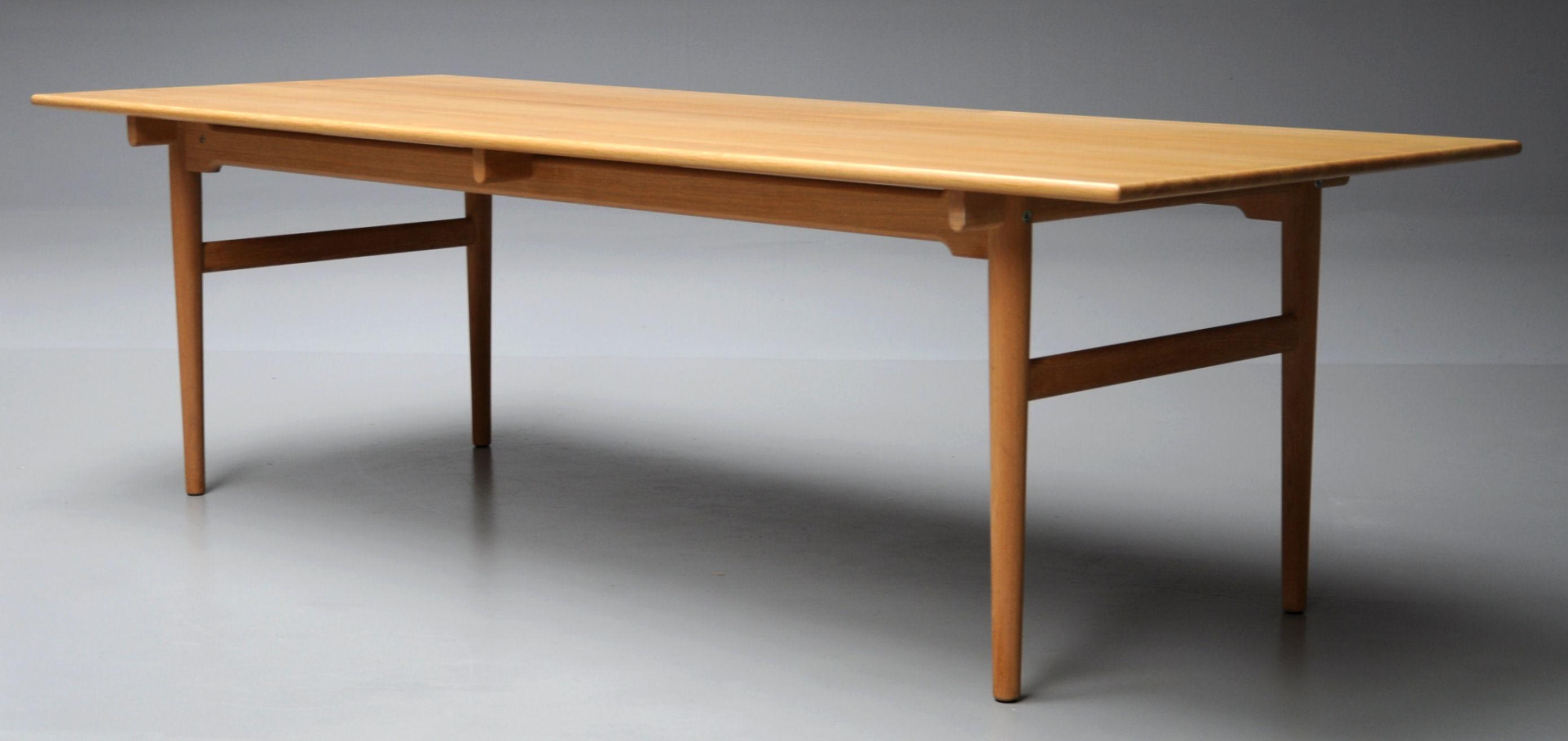 wegner bord Auktionstipset   Hans J. Wegner. Spisebord i massiv eg, model  wegner bord