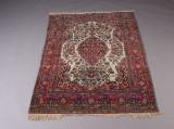 Orientalsk tæppe, centrale Iran, 194 x 140 cm.