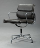 Charles Eames. Soft Pad armstol, model EA-208