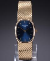 Patek Philippe 'Ellipse'. Ladies watch, 18 kt. gold, with blue dial, c. 1974