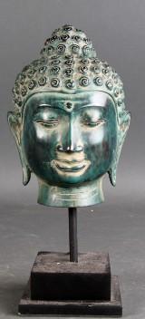 Skulptur af bronze forestillende thailandsk buddha
