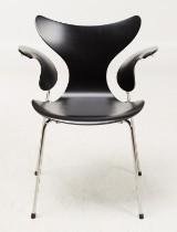 Arne Jacobsen, Fritz Hansen, stol 3208 'Liljan'