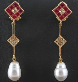 Diamond and ruby earrings in 18kt with south sea pearl approx. 0.24ct & 3.25ct (2).