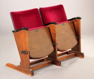 234da07c3744 To biografstole fra det gamle Lido Teater i Vejle