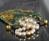 South Sea pearl necklace, decorative gold clasp featuring brilliant-cut diamonds