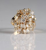 14 kt. gold ring, brilliant-cut and trapeze-cut diamonds, total approx. 3.50 ct.