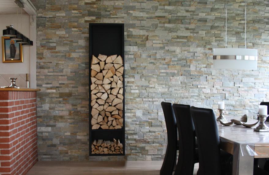 Brændestativ. Væghængt samt gulvstående model - Brændestativ / Brændereol udført i pulverlakeret sort stål med bagplade. H. 195 cm. B. 52 cm. D. 23 cm. Bolte mv. til vægophæng medfølger. Kan benyttes som gulvmodel eller vægmodel