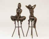 Bronzefigurer i form af unge kvinder (2)