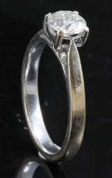 Ring in 18k set with brilliant cut diamond 0.70 ct