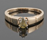 14kt diamond ring decorated with pear-cut diamond approx. 0.35ct.With HRD report