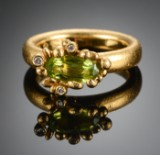 Ole Lynggaard. 'Blomsterkurv' ring with peridot and diamonds