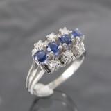 Ring af hvidguld med safirer og diamanter