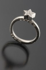 Ole Lynggaard. Love ring with star set with brilliant-cut diamonds, 0.06 ct.