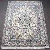 Persisk Nain tæppe, uld med silke, 200 x 150 cm.