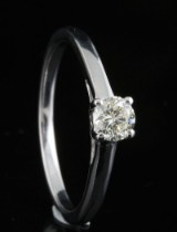 Ring in 18k set with brilliant cut diamond 0.30 ct