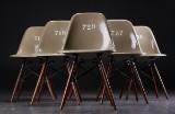 Charles Eames. Seks skalstole i gennemfarvet army-grøn glasfiber (6)