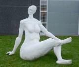 Frank Fenris. Kvindeskulptur af fiberbeton, ca. 380 kg
