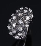 Rosior. Brillant- und Diamantcocktailring aus 18 kt. Weißgold, zus. ca. 3.00 ct.