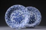 Et par tallerkener af porcelæn. Kina, Kang Xi 1600/1700-tallet (2)